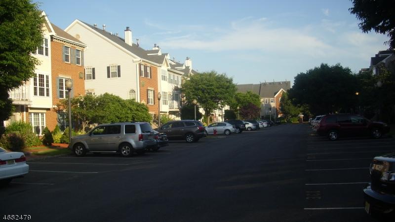 Частный односемейный дом для того Продажа на 61 Windsor Lane Willingboro, 08046 Соединенные Штаты