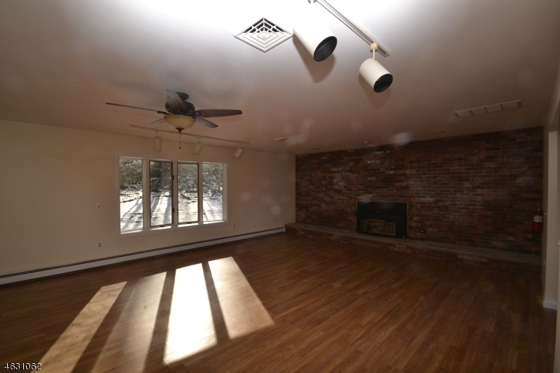 Additional photo for property listing at 33 Lincoln Place  Newton, Nueva Jersey 07860 Estados Unidos