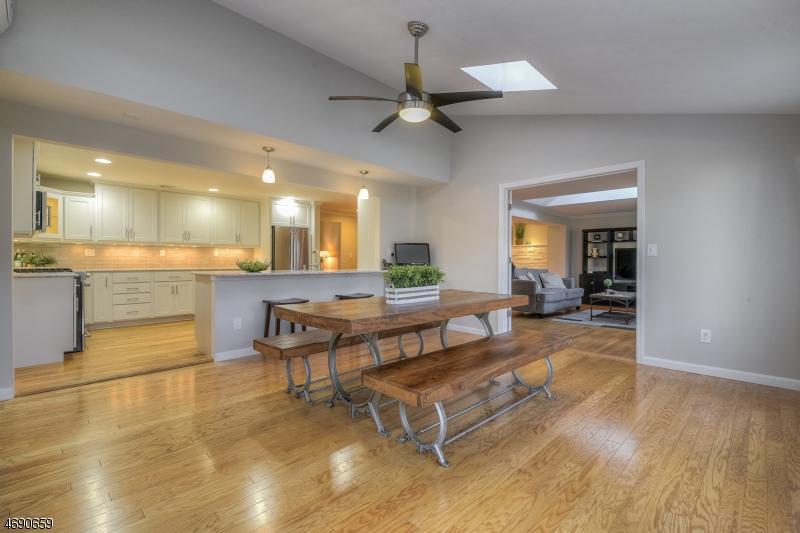 Maison unifamiliale pour l Vente à 11 Sagamore Drive New Providence, New Jersey 07974 États-Unis