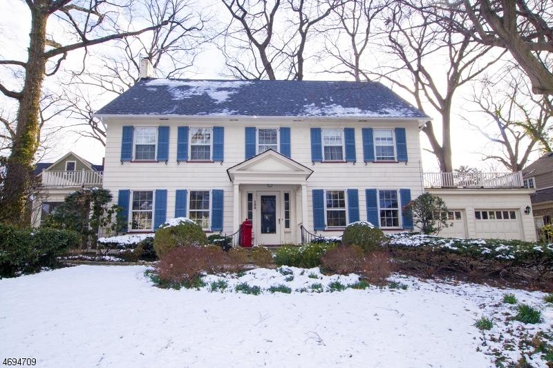 Частный односемейный дом для того Продажа на 193 Rutgers Place Nutley, Нью-Джерси 07110 Соединенные Штаты