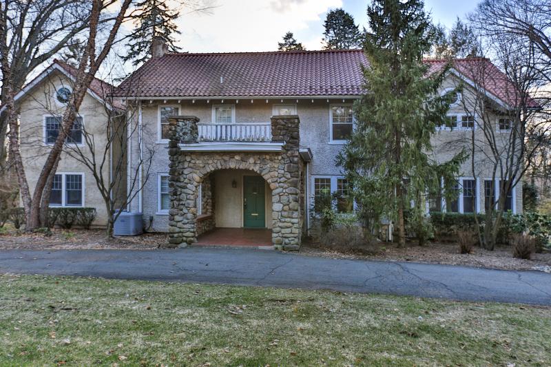 Частный односемейный дом для того Продажа на 73 Franklin Tpke Allendale, Нью-Джерси 07401 Соединенные Штаты