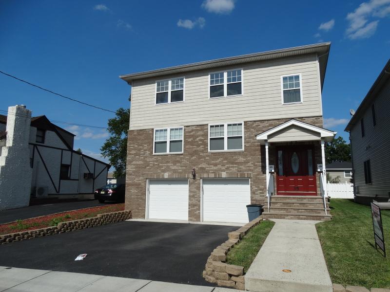 Частный односемейный дом для того Аренда на 35 N 8th Street Kenilworth, Нью-Джерси 07033 Соединенные Штаты