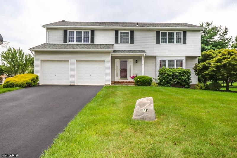Casa Unifamiliar por un Alquiler en 18 Aberdeen Circle Raritan, Nueva Jersey 08822 Estados Unidos