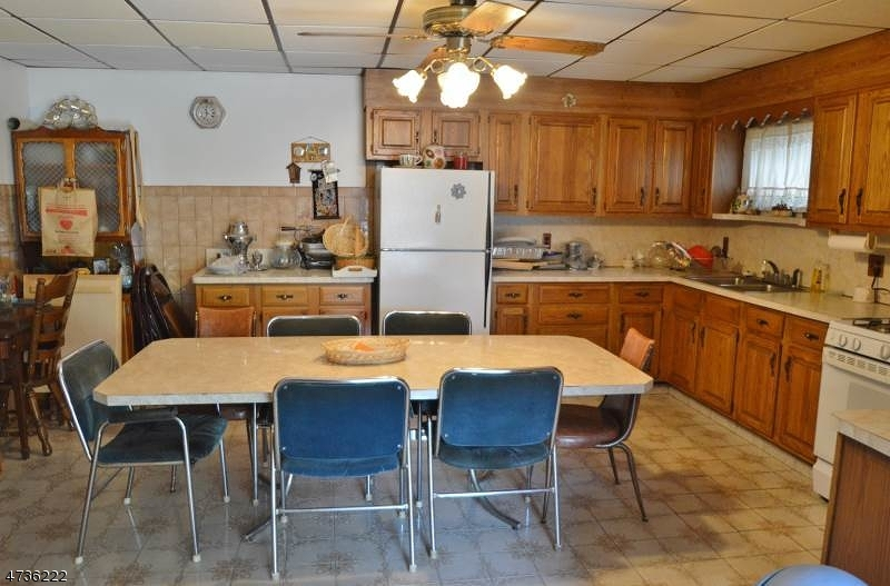 Additional photo for property listing at 172-174 UNION Avenue 172-174 UNION Avenue Belleville, New Jersey 07109 Vereinigte Staaten