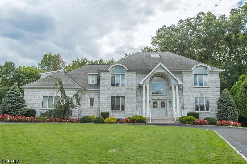 Casa Unifamiliar por un Venta en 36 Ramkay Drive Fairfield, Nueva Jersey 07004 Estados Unidos