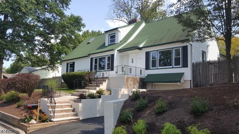 Maison unifamiliale pour l Vente à 141 Dukes Road Rahway, New Jersey 07065 États-Unis