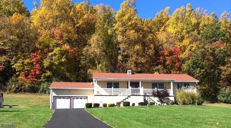 Maison unifamiliale pour l Vente à 533 Rockport Road Mansfield, New Jersey 07840 États-Unis