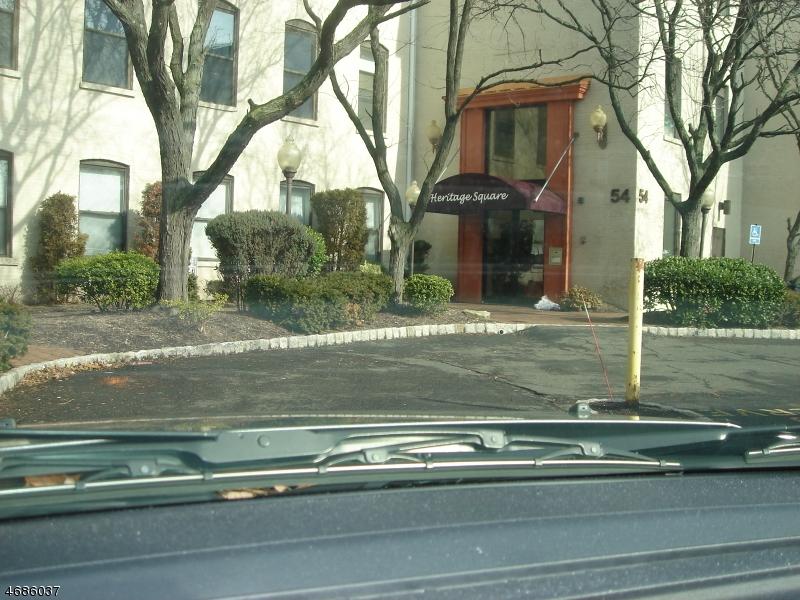 Casa Unifamiliar por un Alquiler en 54 54 W Cherry Street Rahway, Nueva Jersey 07065 Estados Unidos