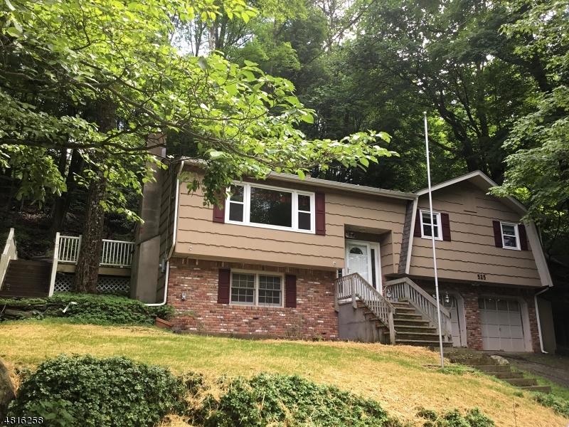 Maison unifamiliale pour l Vente à 525 E SHORE Trail Byram Township, New Jersey 07871 États-Unis