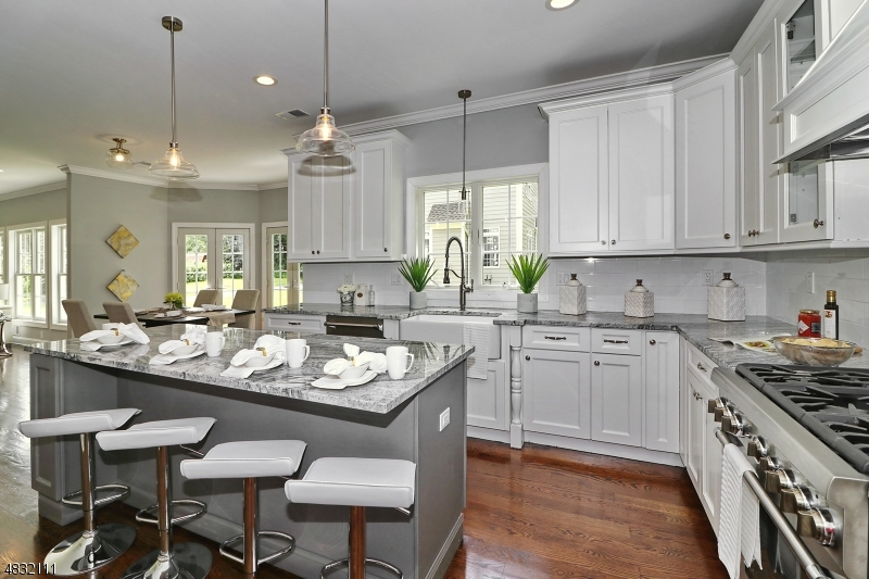 Частный односемейный дом для того Продажа на 1254 VIRGINIA Avenue Mountainside, Нью-Джерси 07092 Соединенные Штаты