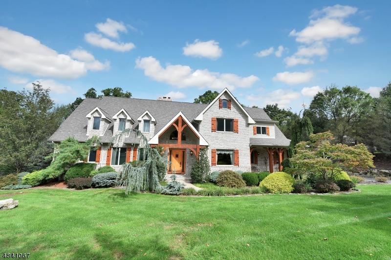独户住宅 为 销售 在 100 GARDEN Court 富兰克林湖, 新泽西州 07417 美国