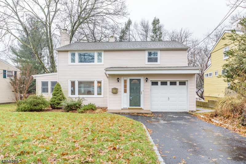 Single Family Home for Sale at 30 W SADDLE RIVER Road Waldwick, New Jersey 07463 United States