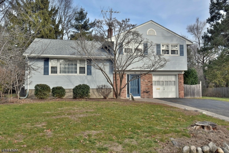 Single Family Home for Sale at 38 HAMPSHIRE Road Midland Park, New Jersey 07432 United States