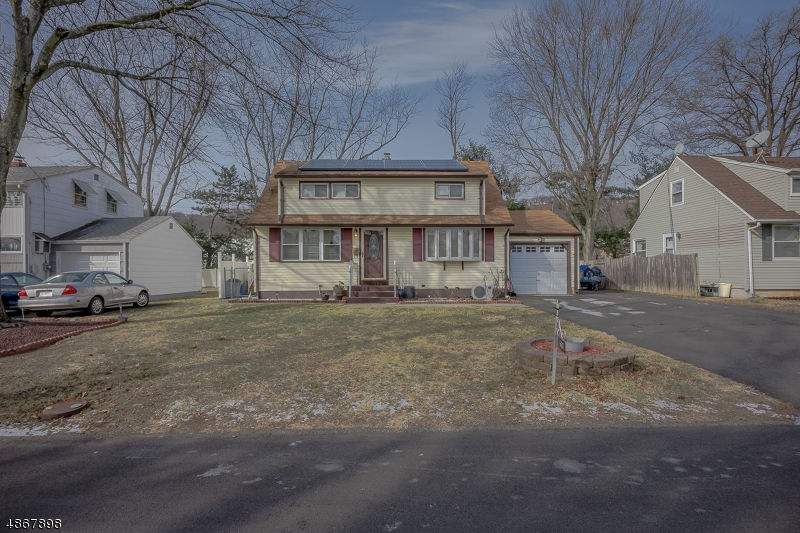 Single Family Home for Sale at 538 WARFIELD RD 538 WARFIELD RD North Plainfield, New Jersey 07063 United States