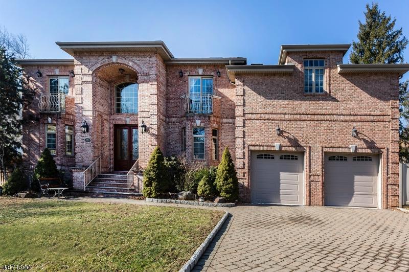 Enfamiljshus för Försäljning vid 28 COLUMBUS Avenue Closter, New Jersey 07624 Förenta staterna