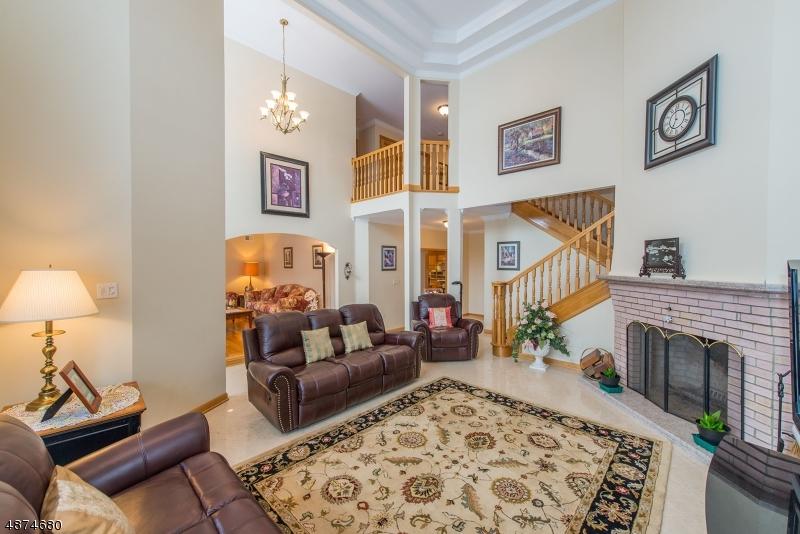 Maison unifamiliale pour l Vente à 24 GROVE Avenue East Hanover, New Jersey 07936 États-Unis