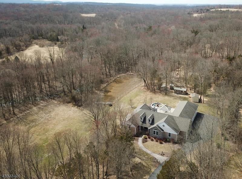 Maison unifamiliale pour l Vente à 102 MOTT Road Frelinghuysen Township, New Jersey 07825 États-Unis