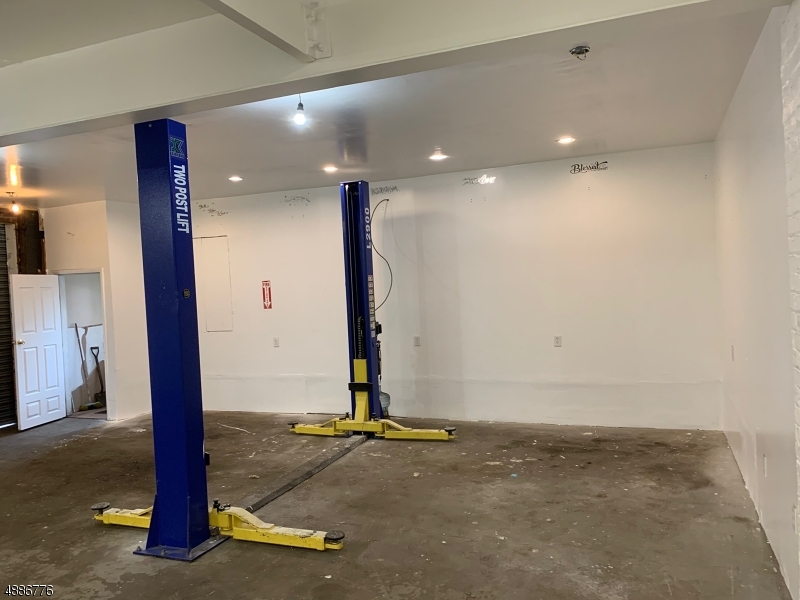 Commercial for Rent at Newark, New Jersey 07107 United States