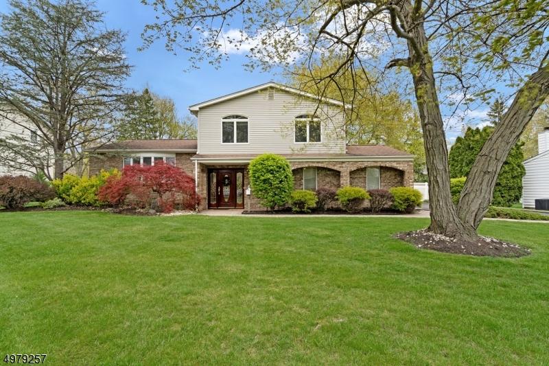 Single Family Homes 为 销售 在 Clark, 新泽西州 07066 美国