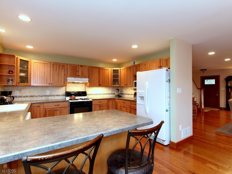 Additional photo for property listing at 528 Charlestown Road  Hampton, New Jersey 08827 États-Unis