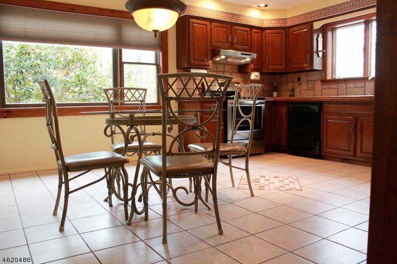 Additional photo for property listing at 114 Fox Farm Road  Phillipsburg, Нью-Джерси 08865 Соединенные Штаты