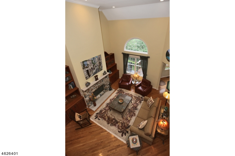 Additional photo for property listing at 28 Benedict Crescent  Basking Ridge, New Jersey 07920 États-Unis