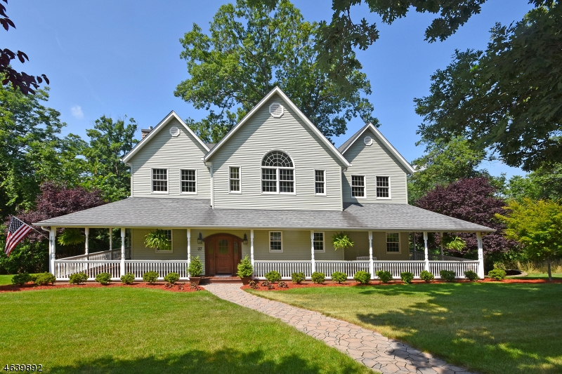 Maison unifamiliale pour l Vente à 37 Smith Lane Wayne, New Jersey 07470 États-Unis