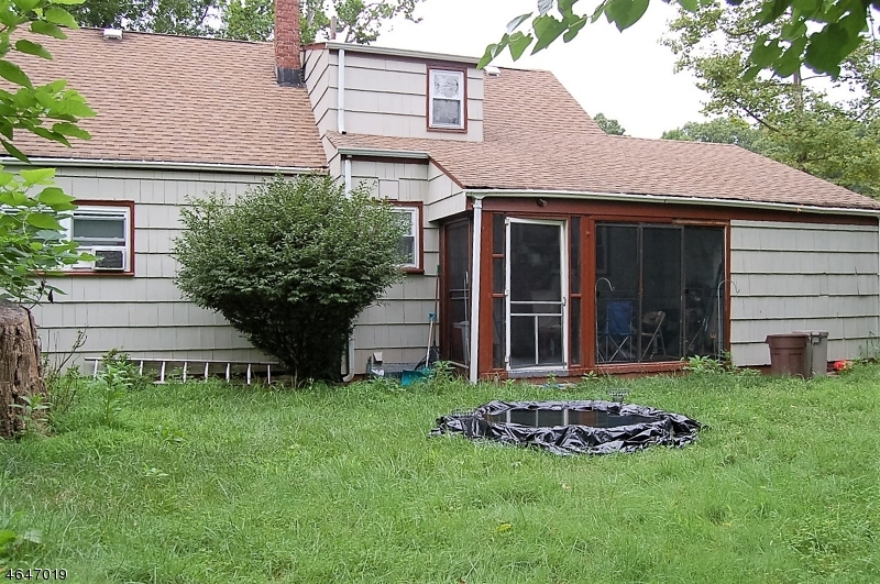 Additional photo for property listing at 835 Adam Circle  Plainfield, New Jersey 07062 États-Unis