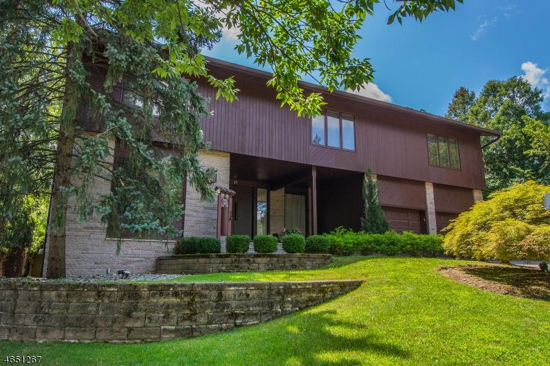 独户住宅 为 销售 在 18 Crestwood Drive 西奥兰治, 新泽西州 07052 美国