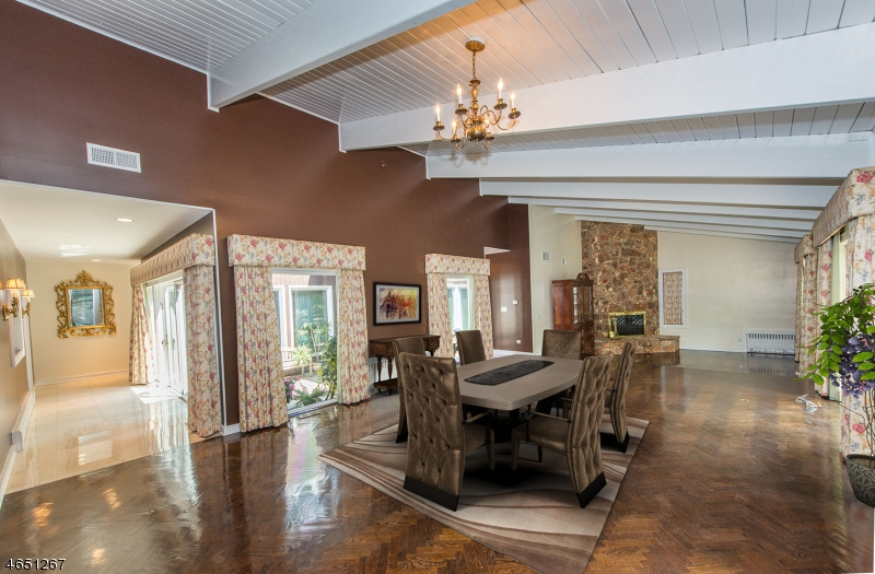 Additional photo for property listing at 18 Crestwood Drive  西奥兰治, 新泽西州 07052 美国