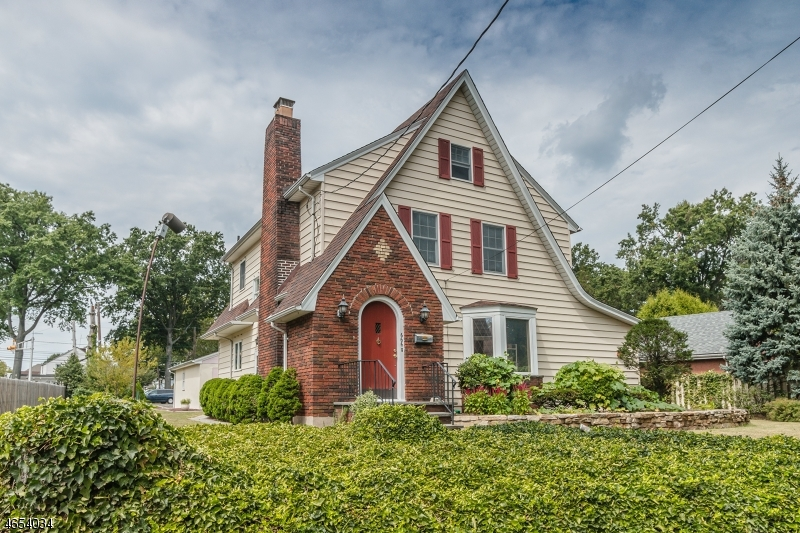 Single Family Home for Sale at 666 Pierpont Street Rahway, New Jersey 07065 United States