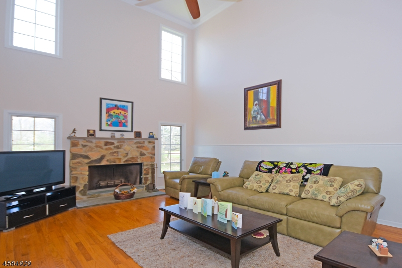 Additional photo for property listing at 4 Canterbury Court  Mendham, New Jersey 07945 États-Unis
