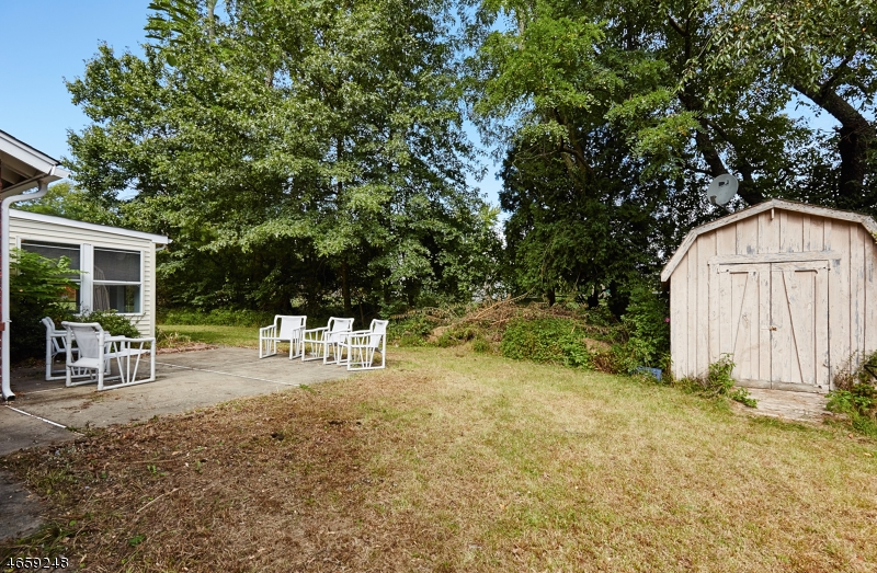 Additional photo for property listing at 8 Tower Road  Livingston, New Jersey 07039 États-Unis