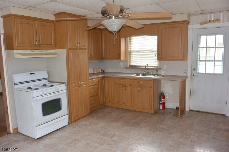 Additional photo for property listing at 85 Streetoll Street  Netcong, New Jersey 07857 États-Unis