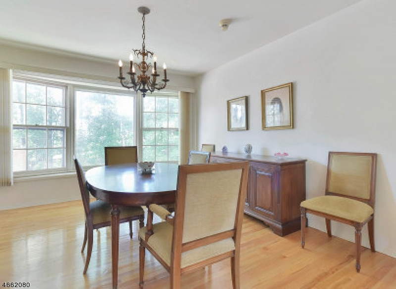 Additional photo for property listing at 52 Colonial Woods Drive  West Orange, Nueva Jersey 07052 Estados Unidos