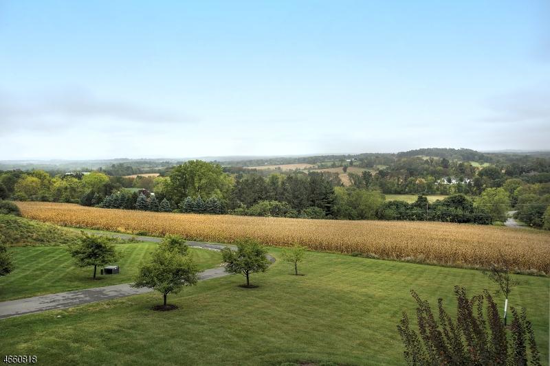 Частный односемейный дом для того Продажа на 22 Hill and Dale Road Lebanon, 08833 Соединенные Штаты