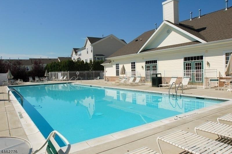 Additional photo for property listing at 111 Limerick Lane  Phillipsburg, Нью-Джерси 08865 Соединенные Штаты