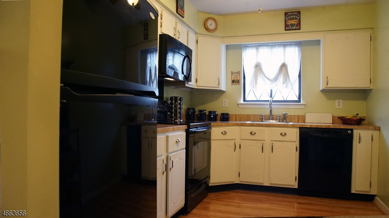 Additional photo for property listing at 76-A FARM Road  Hillsborough, New Jersey 08844 États-Unis