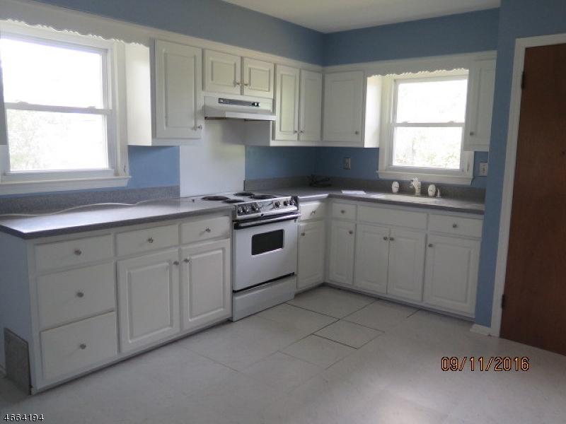 Additional photo for property listing at 11 Equator Avenue  South Bound Brook, Nueva Jersey 08880 Estados Unidos
