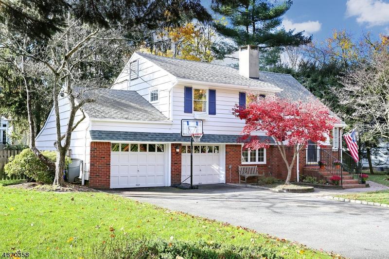 独户住宅 为 销售 在 15 Sleepy Hollow Drive 凯尤斯, 新泽西州 07423 美国