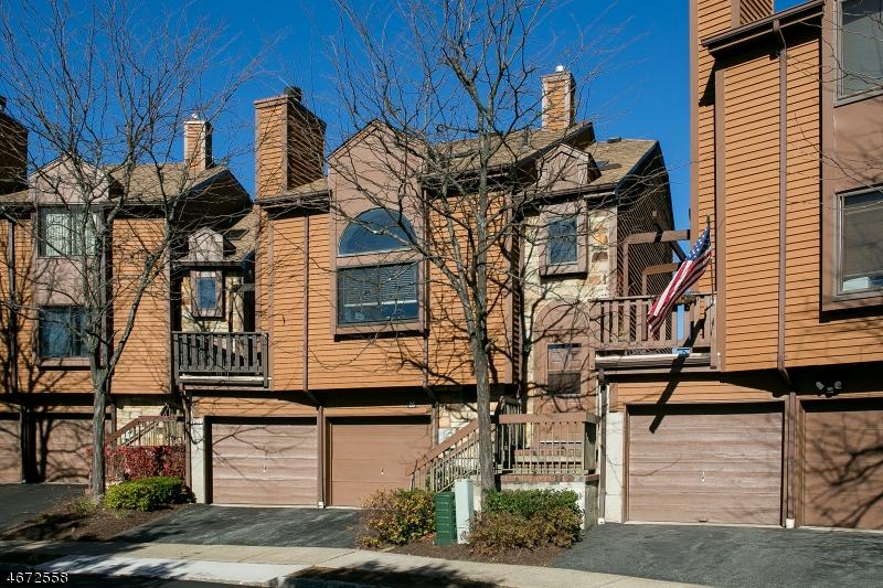 Casa Unifamiliar por un Alquiler en 25 Patriot Way, Court Rockaway, Nueva Jersey 07866 Estados Unidos