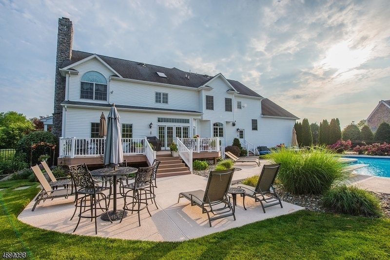 Villa per Vendita alle ore 7 Monica Court Branchburg Township, New Jersey 08876 Stati Uniti
