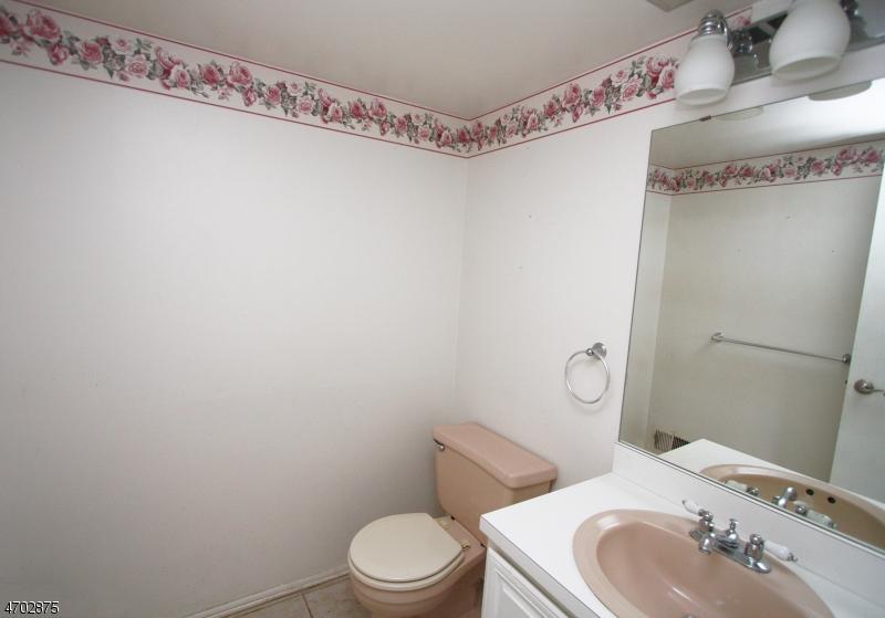 Additional photo for property listing at 498 Auten Rd, 4D  Hillsborough, Нью-Джерси 08844 Соединенные Штаты