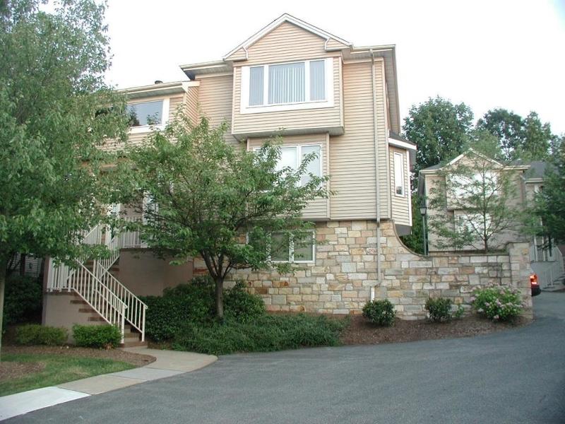 Частный односемейный дом для того Аренда на 108 Clarken Drive West Orange, Нью-Джерси 07052 Соединенные Штаты