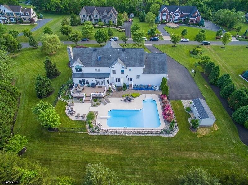 Частный односемейный дом для того Продажа на 7 Monica Court Branchburg, 08876 Соединенные Штаты
