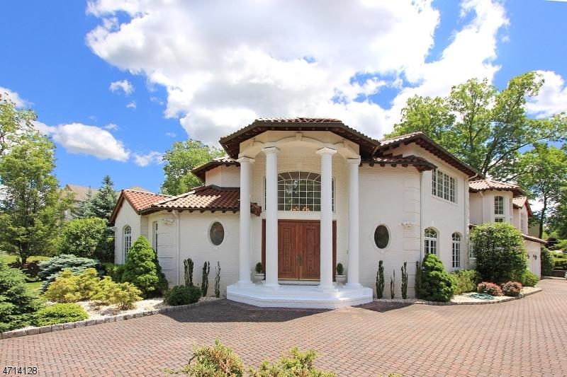 Enfamiljshus för Försäljning vid 24 Beachmont Ter Caldwell, New Jersey 07006 Usa