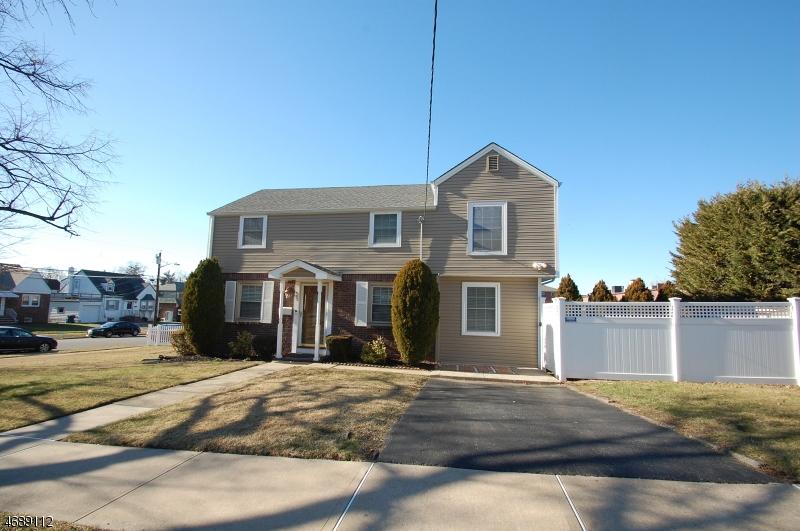 Частный односемейный дом для того Продажа на 15 Rowland Avenue Hackensack, Нью-Джерси 07601 Соединенные Штаты