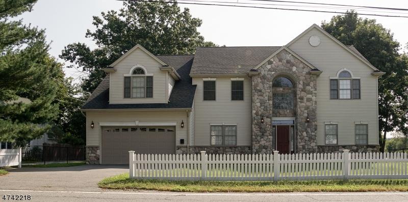 Maison unifamiliale pour l Vente à 16 Lincoln Park Road Pequannock, New Jersey 07440 États-Unis