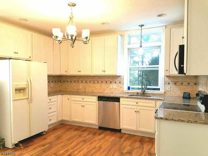 Частный односемейный дом для того Продажа на 119 Main Street Glen Gardner, Нью-Джерси 08826 Соединенные Штаты