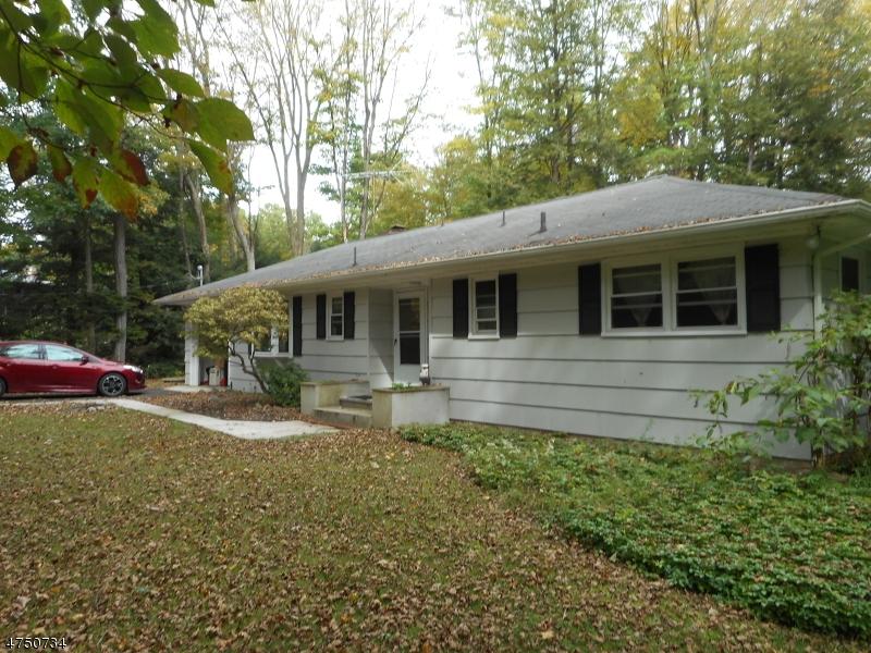 Casa Unifamiliar por un Alquiler en 18 Longstreak Road West Milford, Nueva Jersey 07435 Estados Unidos